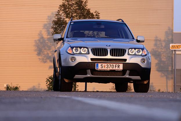 LAY_BMW-XDrei001-Skarics