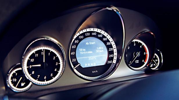 Mercedes-E-350-(AR)_3