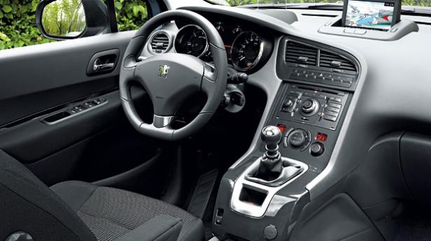 Peugeot-5008-innen-Werk