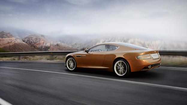 Aston Martin Virage Exterieur Dynamisch Heck Seite
