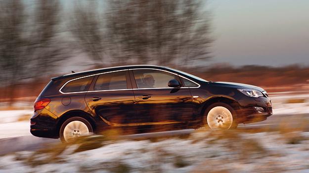 Opel Astra Sports Tourer Exterieur Dynamisch Seite