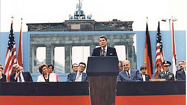 Ronald Reagen 1987 Brandenburger Tor Zeitmaschine LAncia Delta Integrale 19871