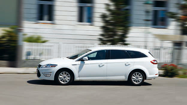 Ford Mondeo Traveller dyn links