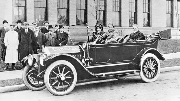 100 Jahre Chevrolet Chevrolet von 1912. Am Steuer: Louis Chevrolet.