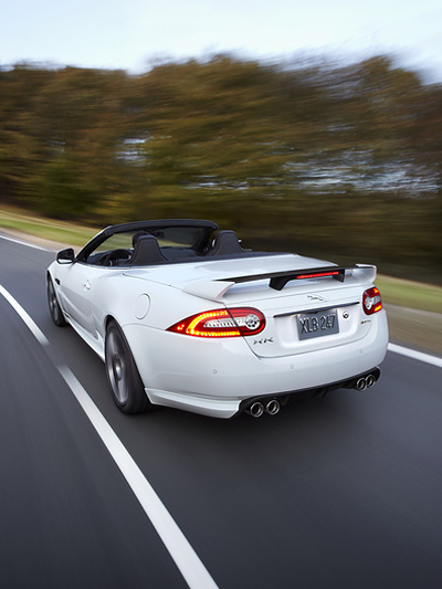 Jaguar XKR-S Cabrio Exterieur Dynamisch Heck seite offen