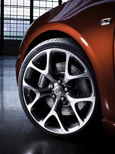 Opel Astra OPC Exterieur Statisch Front Felge Reifen