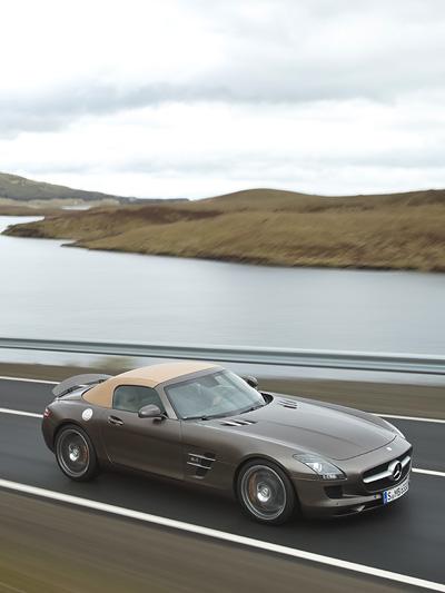 Mercedes BEnz AMG SLS Roadster Exterieur Dynamisch Seite