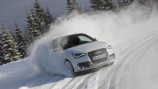 Audi A1 quattro Driften Schnee Rallye