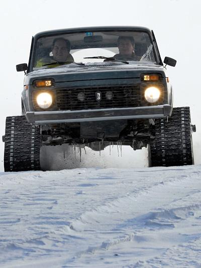 Lada 4x4 Niva Offroad Raupe Kettenantrieb