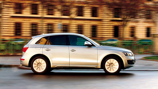 Audi Q5 hybrid quattro 2,0 TFSI Elektromotor Test Seitenansicht