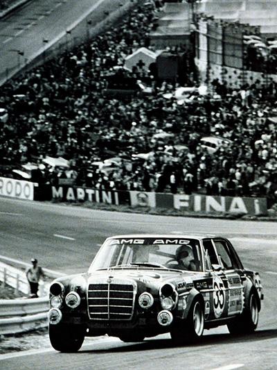 Mercedes Benz AMG Rote Sau 45 Jahre Jubiläum Geburtsag Rennen Oldtimer Legende Rennwagen
