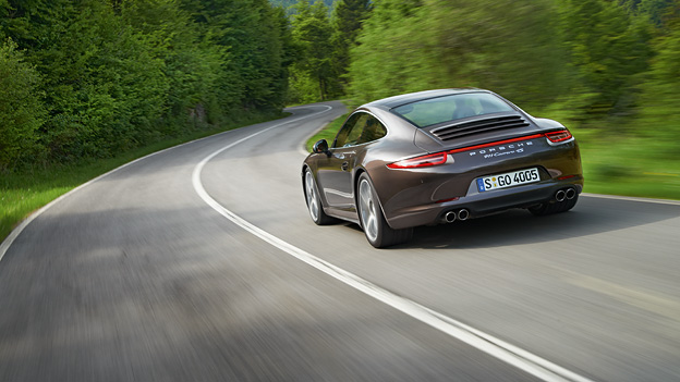 Porsche 911 Carrera 4 dyn hili