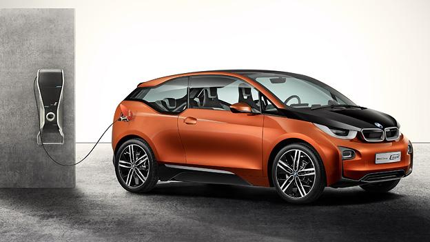 Warten auf die Zukunft. Und sei es die von BMW.
