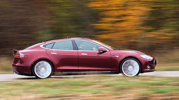 Tesla Model S Elektroauto Gaspedal Kommentar