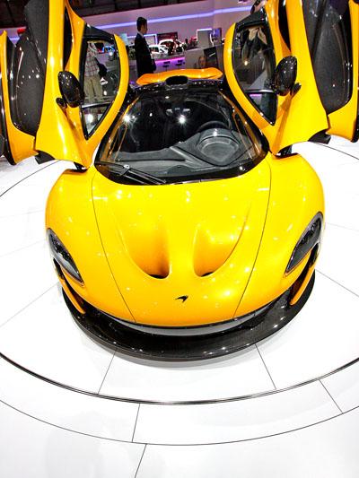 McLaren P1 stat vorne