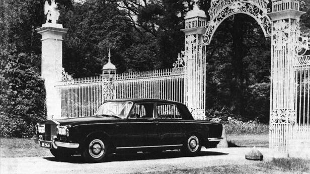 Die Legende, daß der Rolls Royce-Versuchsleiter Selbstmord begonnen habe, als Packard die Produktion einstellte und er damit keine Vorlage zum Kopieren mehr hatte, ist unwahr.