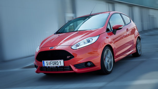Ford Fiesta ST dynamisch vorne links