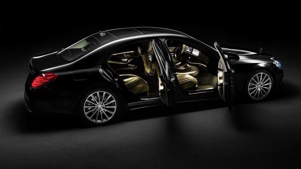 neue Mercedes-Benz S-Klasse statisch offen