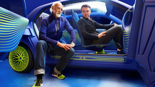 Ross Lovegrove und Laurens van den Acker im Renault Twin'Z