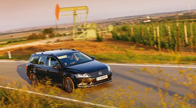 VW Passat Variant Dauertest dynamisch vorne rechts