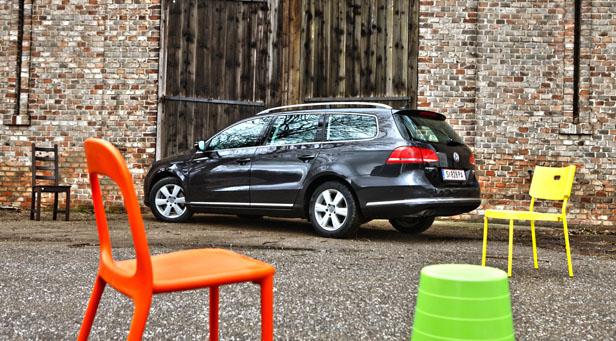 VW Passat Variant Dauertester statisch hinten links
