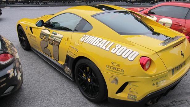 Ein Ferrari bei der Gumball 3000 in Wien