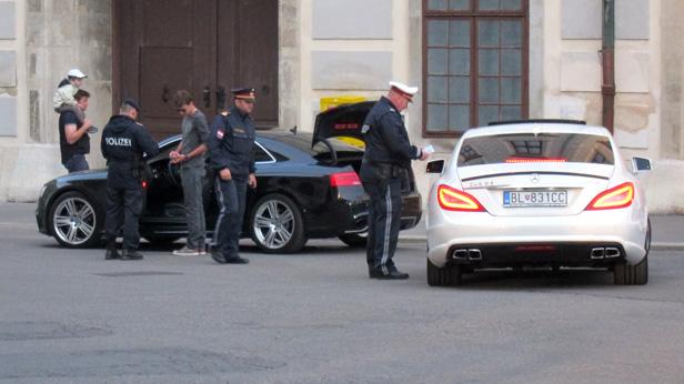 Polizeikontrolle 2013 bei der Gumball 3000 in Wien.