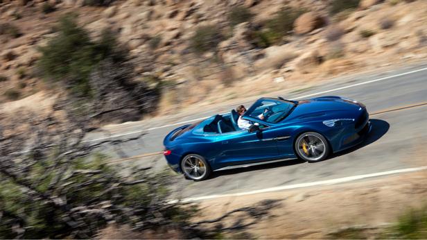 Aston Martin Vanquish Volante dynamisch vorne rechts