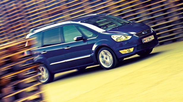 Ford Galaxy Dauertest dynamisch vorne rechts