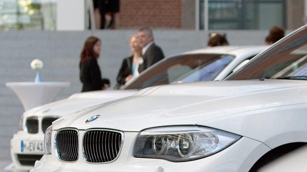 Ein weißes Auto von BMW