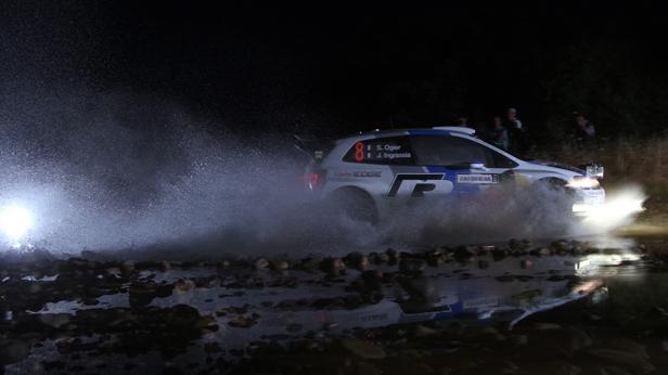 Sebastien Ogier mit seinem VW bei der Italien-Rallye