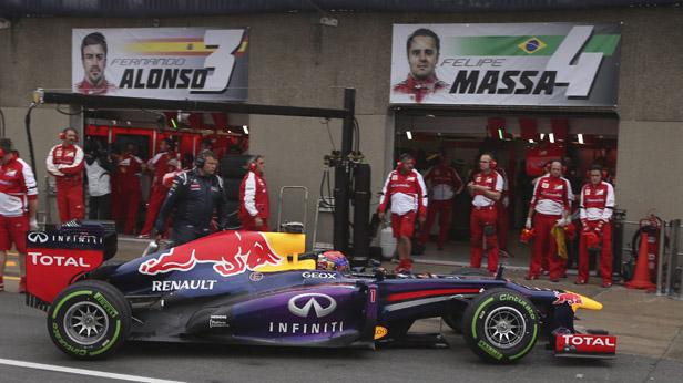 Vettel in Montreal vor den Ferrari-Boxen
