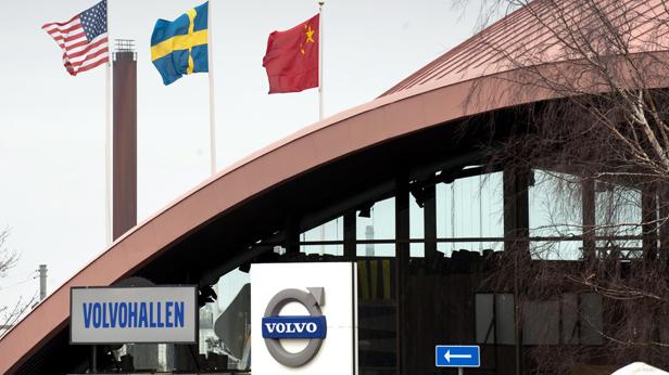 Volvo Hauptquatier mit Fahnen (USA, Schweden, China)