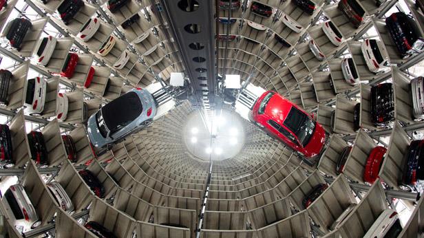 VW Neuwagen im Werk in Wolfsburg