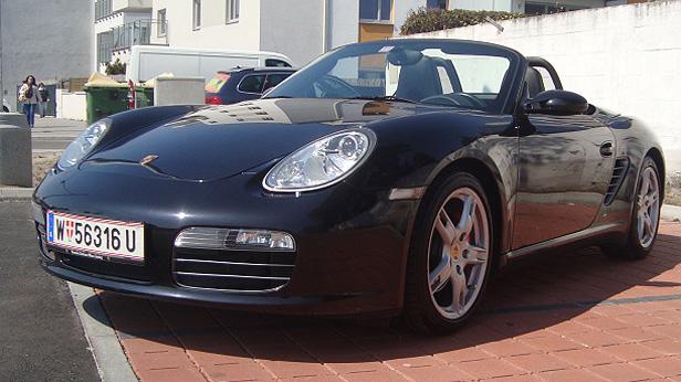 Porsche Boxster Liebhaberauto statisch vorne links