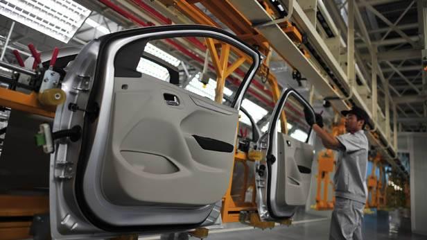 Autotüren vor der Montage im Werk in Wuhan.