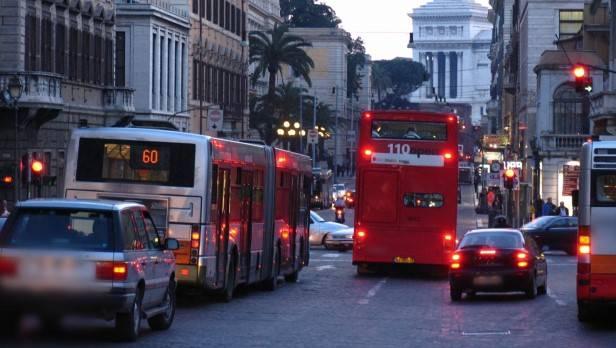 In Italien kostet Benzin derzeit etwa € 1,70 - Tendenz steigend.