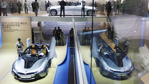 Blick auf den BMW i8 Spyder auf der Auto China Show 2012 in Peking.