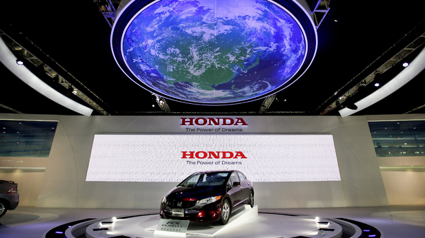 Beijing Auto Show 2010: Der Honda FCX Clarity wird vorgestellt.