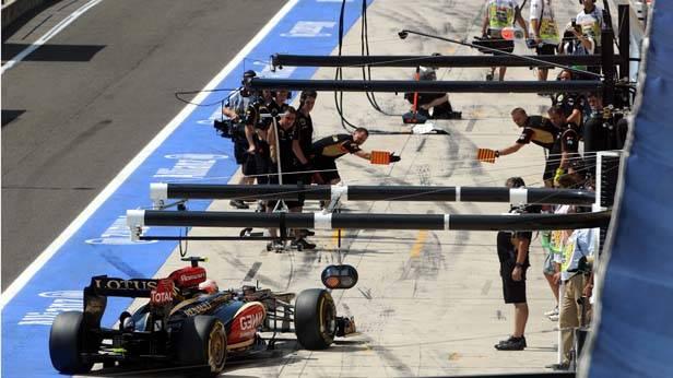 Kimi Raikkonen (Lotus) in der Boxengasse
