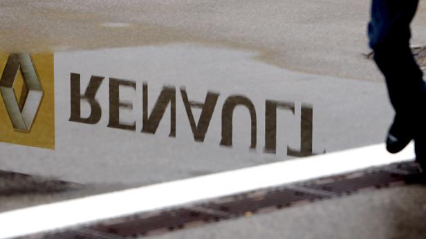 Der Schriftzug Renault verkehrt