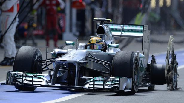 Lewis Hamilton in Silverstone, mit geplatztem Reifen