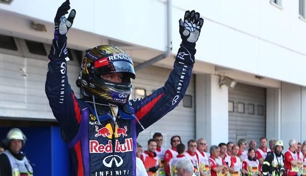 Vettel freut sich über den ersten Heimsieg seiner Karriere.