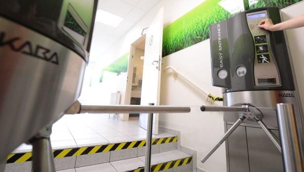 Die WC-Anlagen werden nach und nach mit Drehkreuzen ausgestattet.