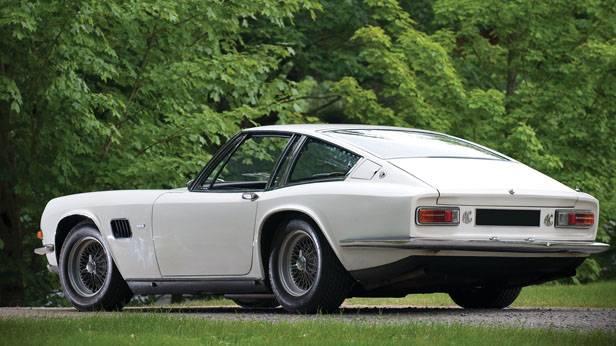 AC 428 Frua Coupe seitlich von hinten weiß