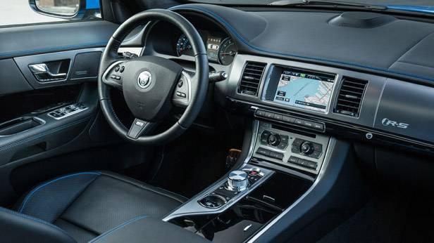 Jaguar XFR-S innen, cockpit