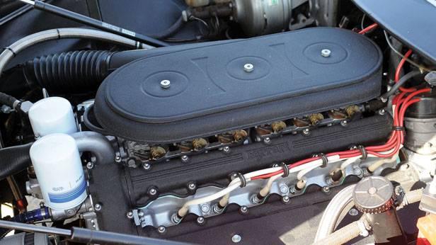 Der Motorraum des Ferrari 365 GTB/4
