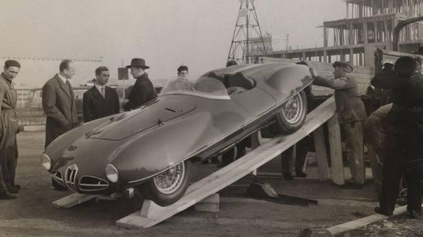 Alfa Romeo C52 schwarzweiß wird verladen