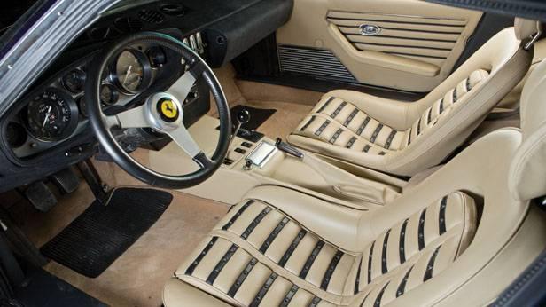 Blick auf den Innenraum des Ferrari 365 GTB/4