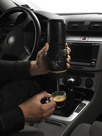 Espresso im Auto Espressomaschine unterwegs